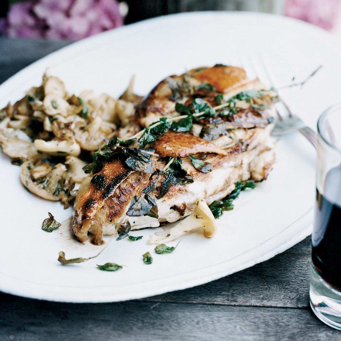 Chicken recipe sautéed with mushrooms and soy